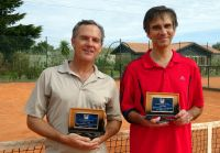 Entrega de placa comemorativa aos 2 atletas